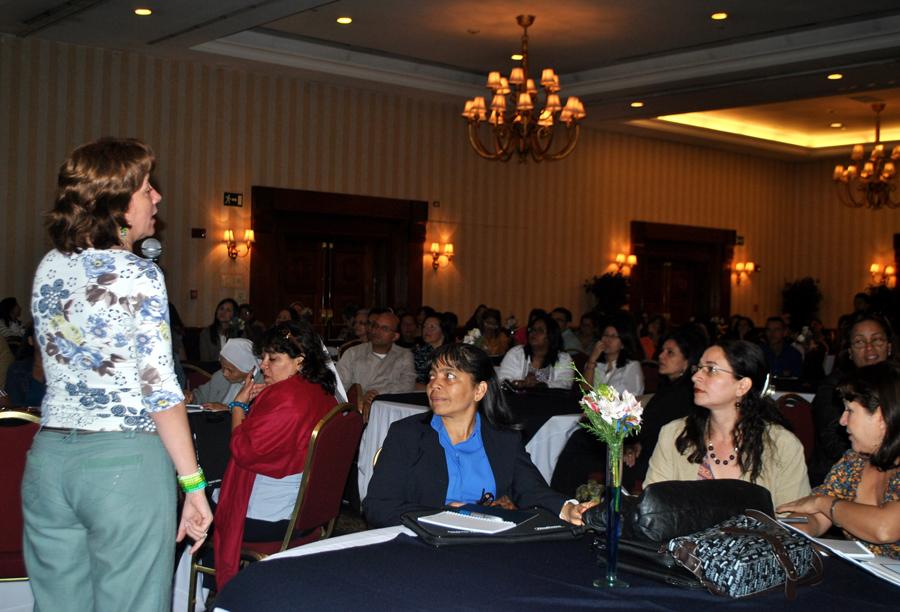 Directores de escuelas pertenecientes a los 250 centros educativos de la red de   escuelas Proniño ubicados en 20 estados del país, tuvieron la oportunidad de intercambiar ideas sobre la realidad   de los niños, niñas y adolescentes que trabajan o están en riesgo de abandonar la escolaridad.