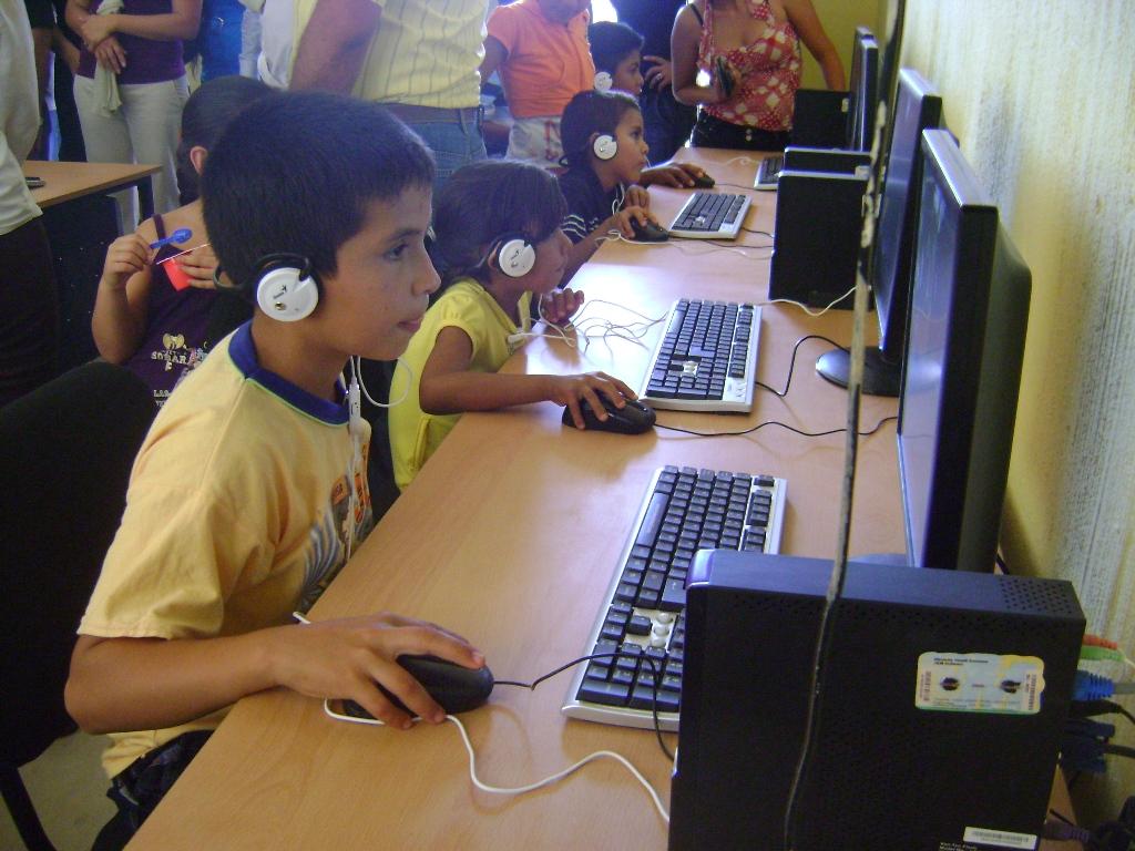 Con la instalación de estos cuatro espacios tecnológicos ya suman 16 en todo México, que benefician a 27.724 personas entre Instructores Comunitarios, Capacitadores Tutores, estudiantes y padres de familia.