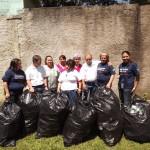 Alrededor de 8 bolsas con un sin fin de botellas plásticas dentro, fueron donadas al centro psicopedagógico.