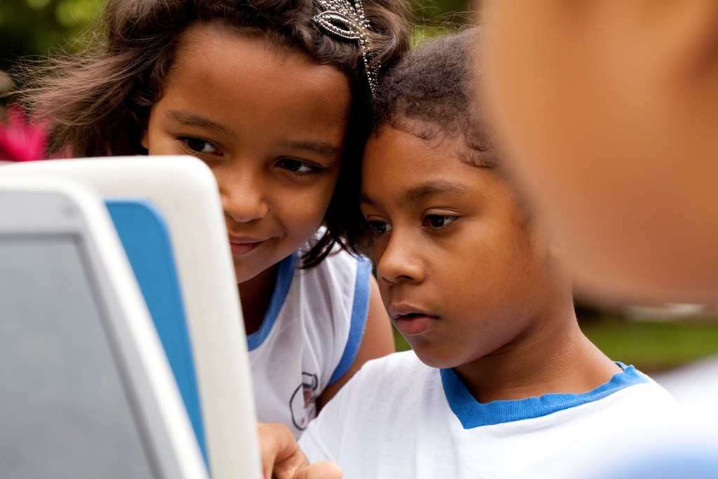 El premio, dirigido a docentes y alumnos de centros escolares de todo el mundo, ofrece un apoyo en la realización de trabajos escolares a través de las TIC.