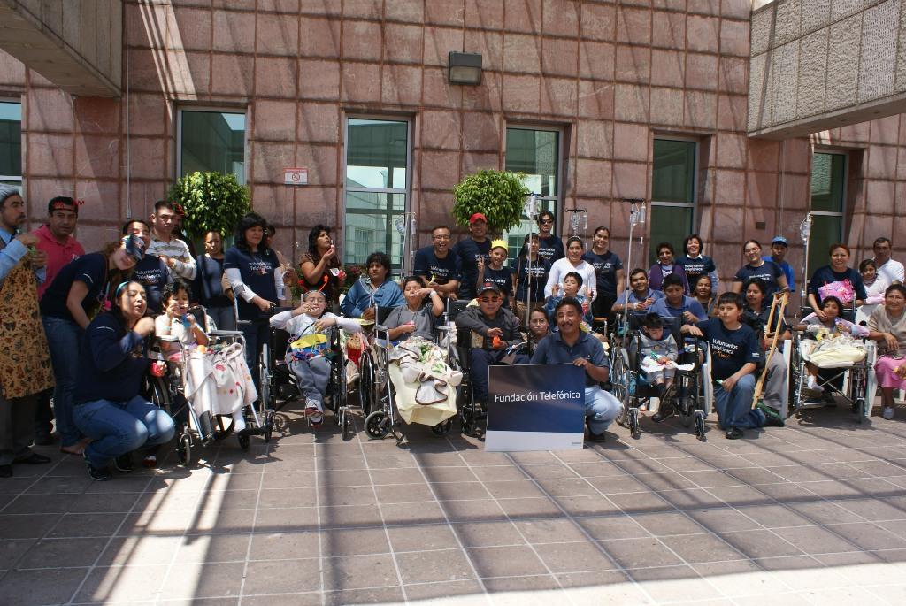 Los Voluntarios Telefónica de México acompañaron a niños hospitalizados para ayudarlos en su rehabilitación a través del arte