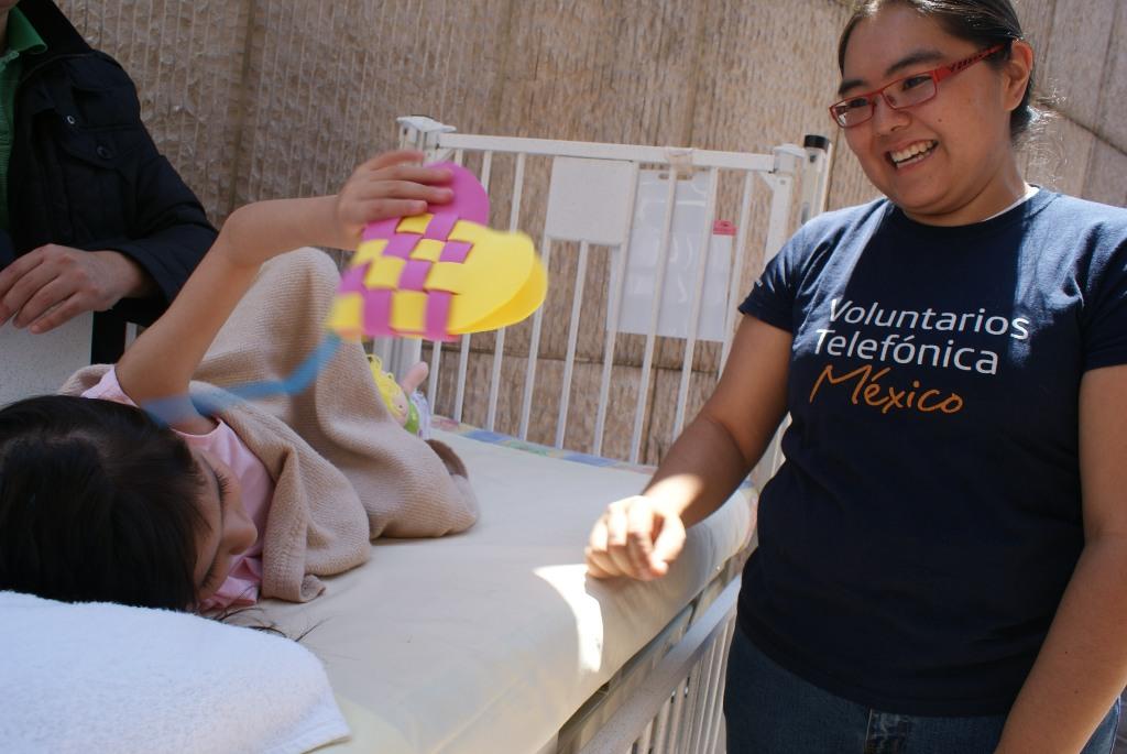 Los Voluntarios Telefónica recibieron formación por parte de Fundación Barrilito para desarrollar actividades de arterapia