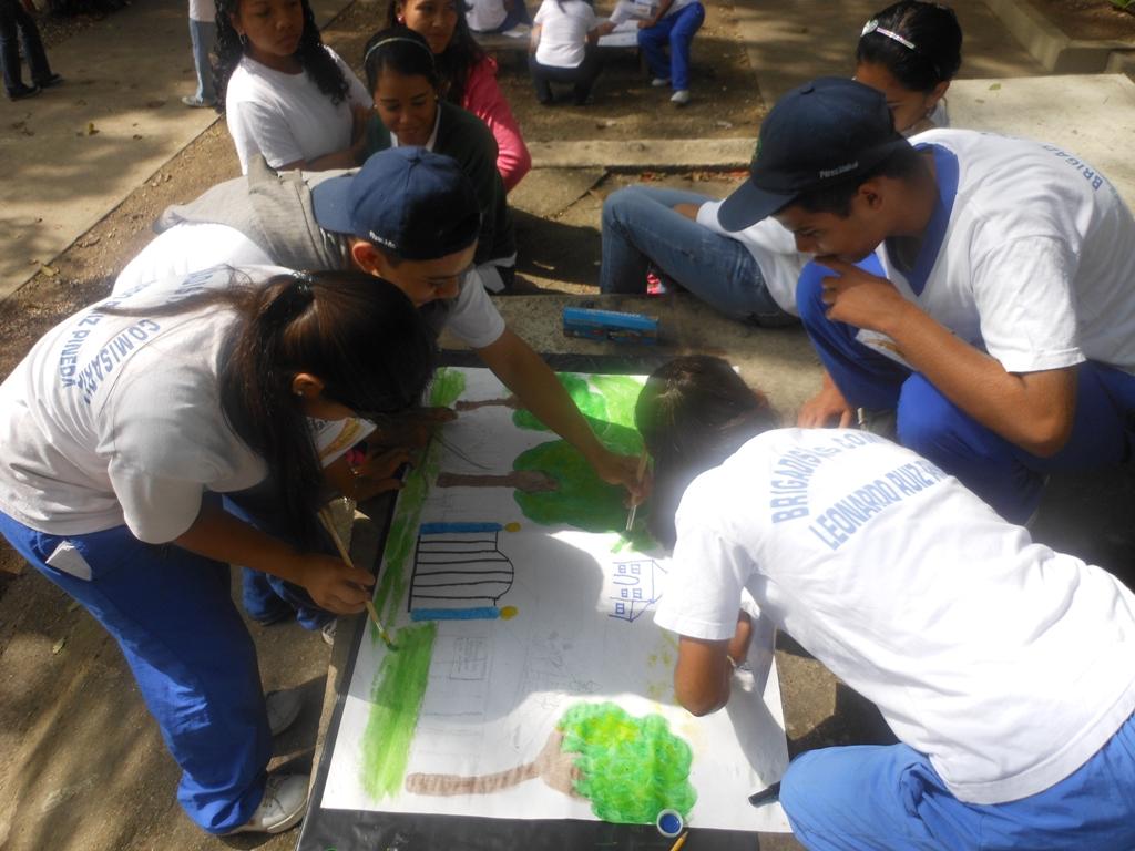 Continuando con sus actividades de crecimiento estudiantil, varios jóvenes de Fundación Telefónica participaron en un Rally de Historia y Cultura en la parroquia Antímano de Caracas, mientras otro grupo aprendió cuáles son las variables que influyen en su rendimiento académico.