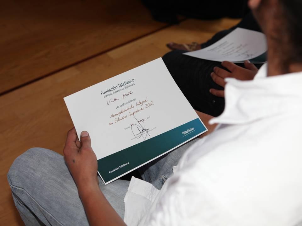 Cinco jóvenes más recibieron un diploma, en representación de los otros integrantes del programa Jóvenes Fundación Telefónica que se han beneficiado, y que seguirán haciéndolo, con cursos, talleres y apoyo para emprender, estudiar y estar en red.