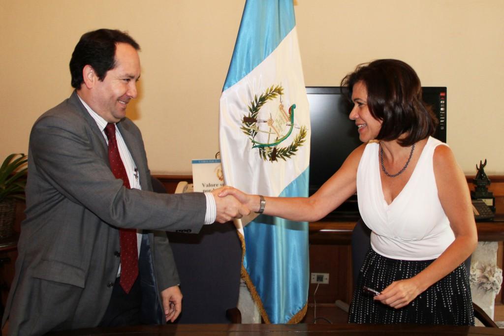 Osman Rodríguez, CEO Telefónica Centroamérica y Cynthia del Águila, Ministra de Educación de Guatemala.