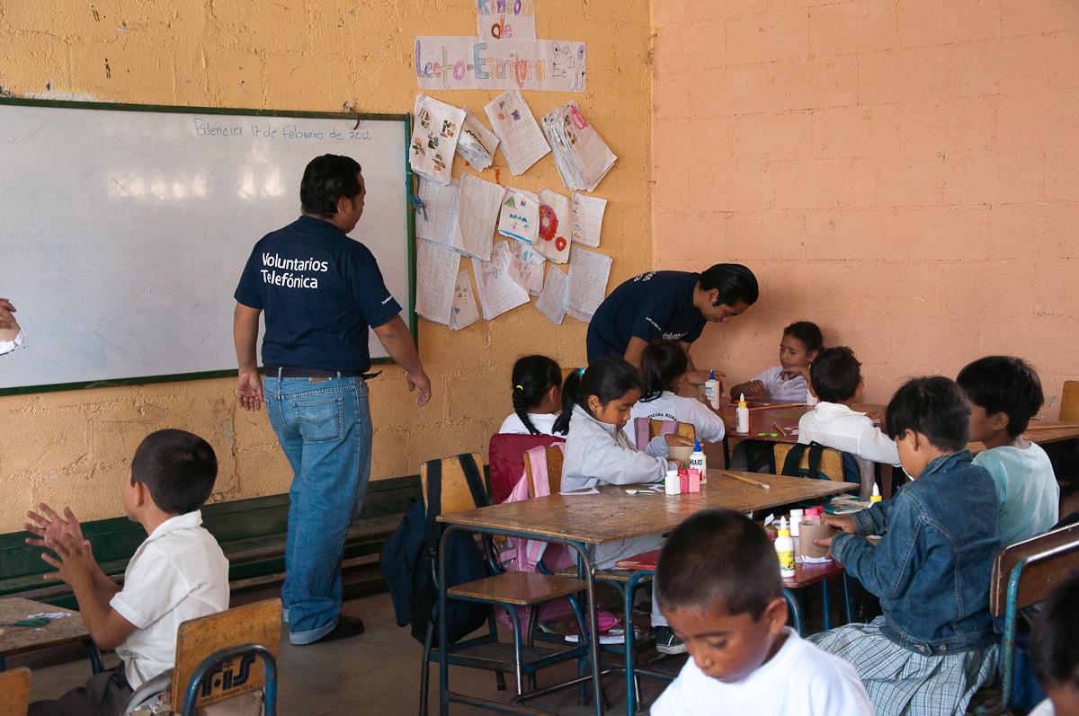 El trabajo en equipo de los Voluntarios fue elemental para que los niños entendieran las instrucciones.