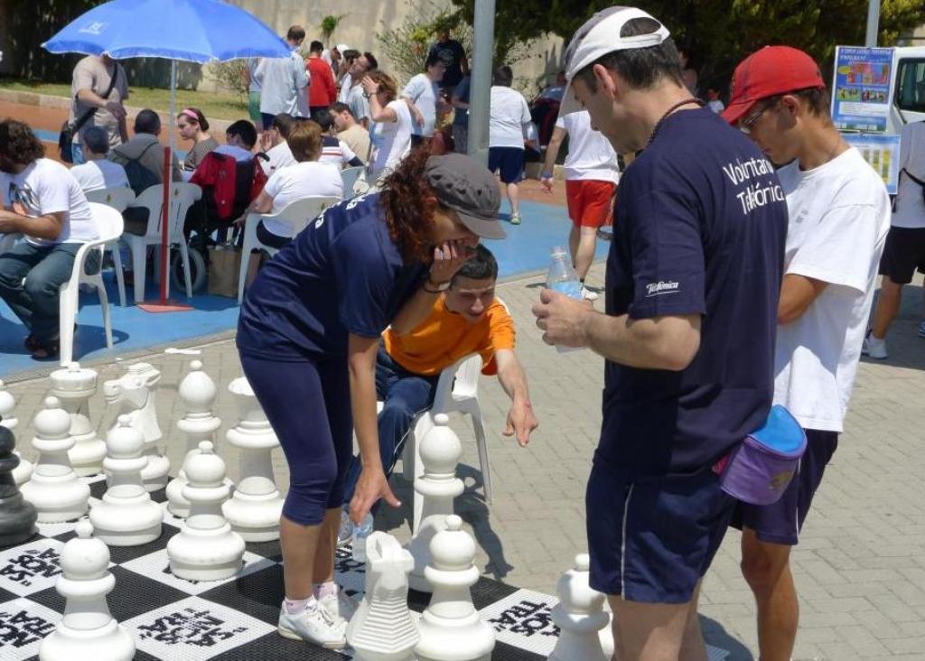 Más de 140 participantes disfrutaron en el Polideportivo de San Fernando, en Palma de Mallorca, de una jornada   lúdico-deportiva en la que practicaron diversos deportes adaptados y juegos populares de la isla.
