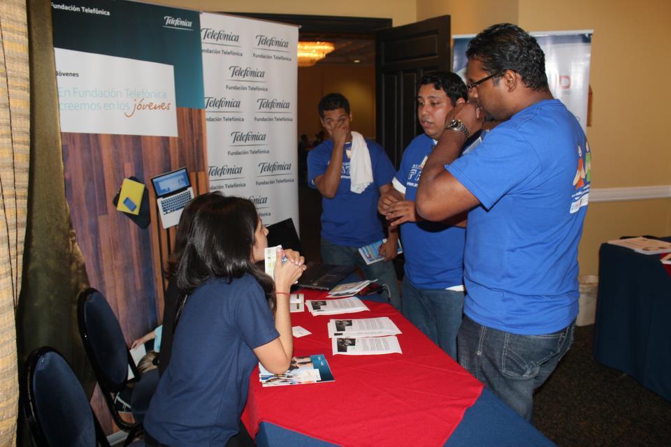 Stand de Fundación Telefónica en el II Foro Nacional de la Juventud del proyecto Armando Paz