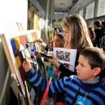 Las obras fueron realizadas por grupos de niños y jóvenes, exponiéndose  en el hall de entrada de la Torre Ejecutiva, que fue inaugurado como espacio de muestras artísticas.