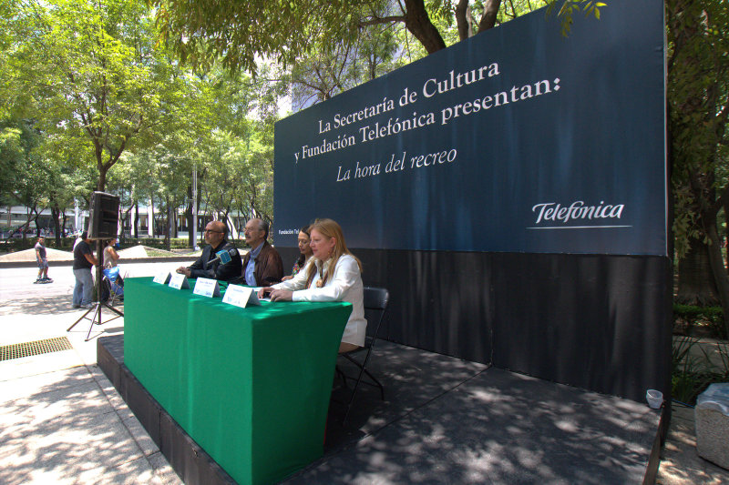 En el acto de presentación participaron, de derecha a izquierda, Giovanna Bruni, directora de Fundación Telefónica México; Nina Serratos Zavala, secretaría de Cultura; Francisco Gil Díaz, presidente de Telefónica Méxicon y Joan Cruz, director de coordinación territorial Fundación Telefónica España.