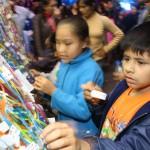 Los niños colocaron mensajes a favor de sus derechos en la feria.
