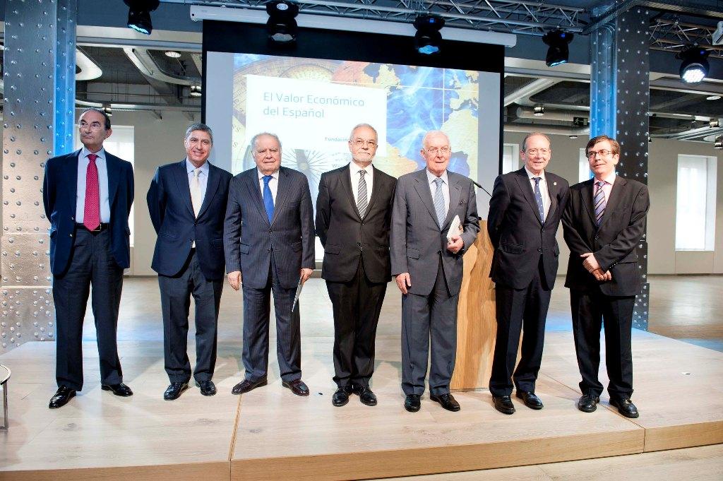De izquierda a derecha, Jaime Lamo de Espinosa, José Luis García delgado, Enrique V. Iglesias, Javier Nadal, Víctor García de la Concha, José Manuel Blecua y Juan Carlos Jiménez.