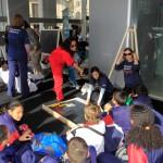 En la actividad participaron también reconocidos artistas que trabajaron sobre pizarrones, que fueron retirados de centros educativos y sustituidos por nuevos, plasmando sus visiones acerca del trabajo infantil.