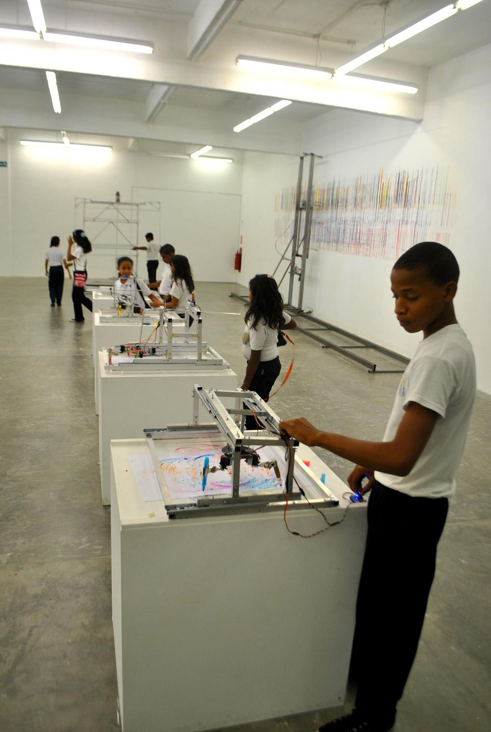 Con la presentación de esta exposición, Fundación Telefónica reafirma su compromiso de impulsar programas educativos y culturales que contribuyen a estimular la creación artística y promover una nueva visión cultural en la sociedad.
