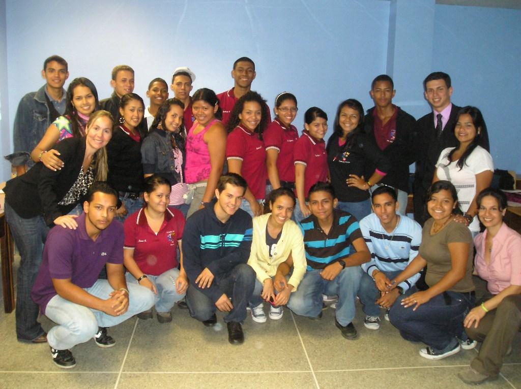 Estudiantes venezolanos reciben asesoría para pertenecer a la Red Internacional de Jóvenes Fundación Telefónica.