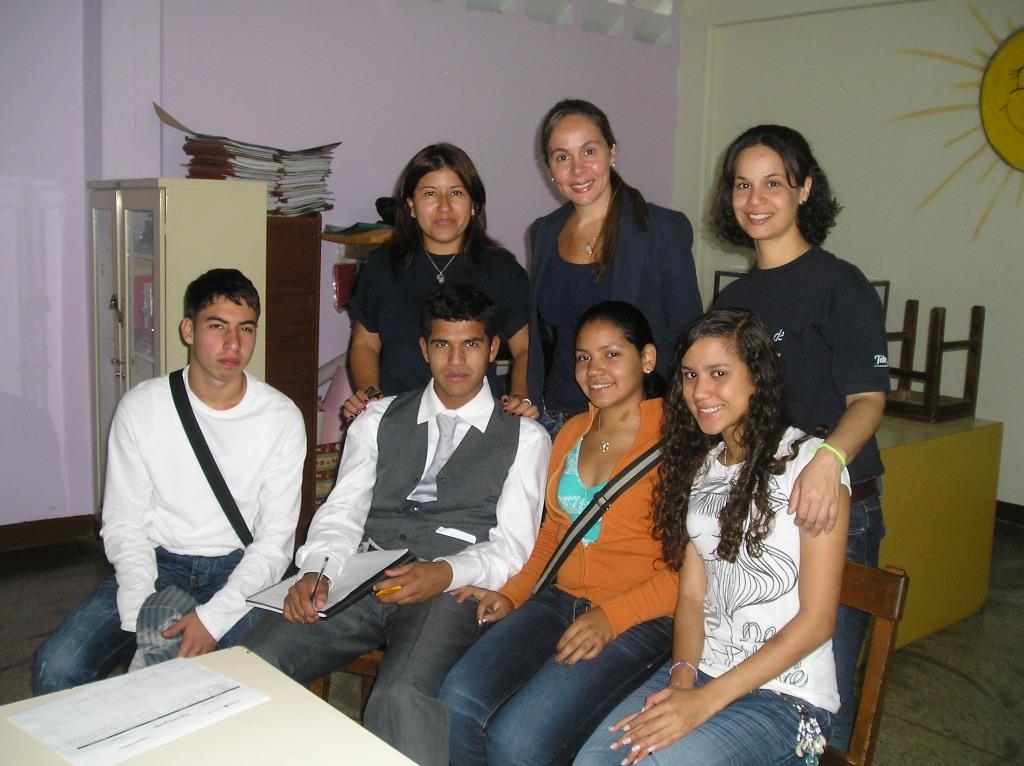 """La campaña """"Seguimos Juntos"""", dirigida a estudiantes próximos a culminar el bachillerato beneficiarios de Proniño, busca dar a conocer lo que les ofrece la Red Internacional de Jóvenes Fundación Telefónica, una vez graduados."""