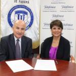 El acuerdo fue suscrito por Vicky Riaño representante de Fundación Telefónica en Panamá y Modaldo Tuñon, rector   de la Universidad Latina de Panamá.