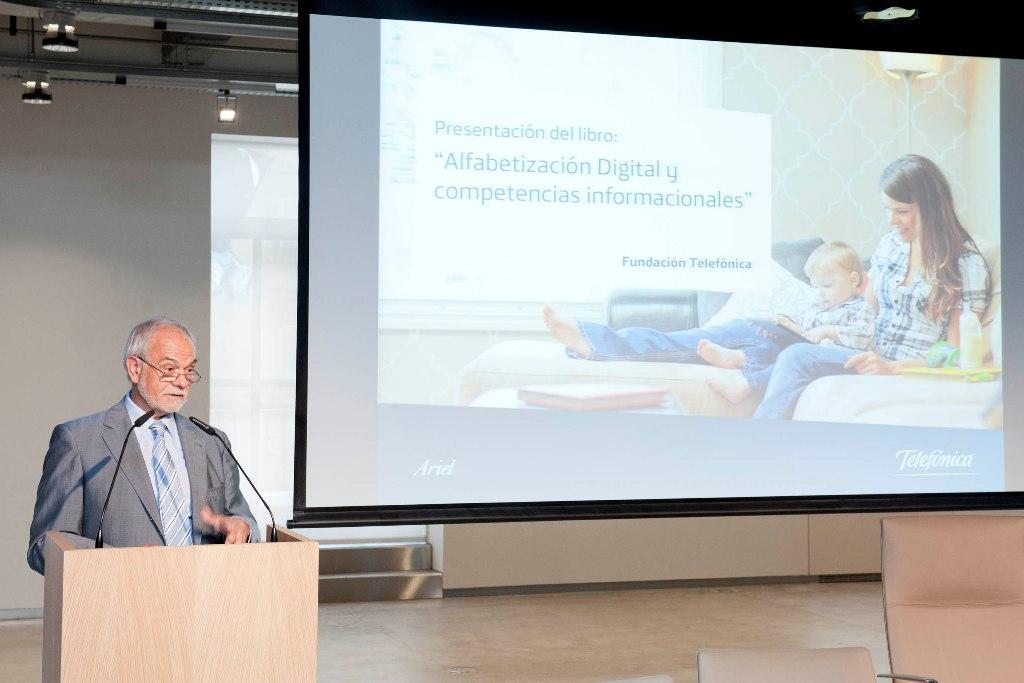 Javier Nadal, vicepresidente ejecutivo de Fundación Telefónica, durante la presentación del informe.