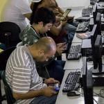 Durante tres meses 100 chicos de São Paulo participan en un curso teórico práctico que culminará en la creación de nuevos aplicativos que comercializaran ellos mismos.
