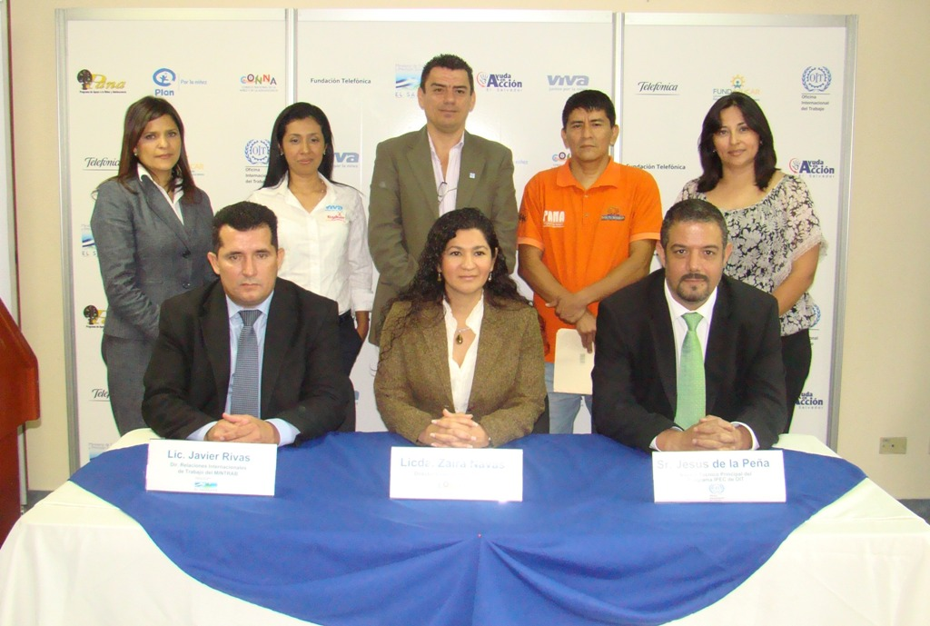 Representantes de todas las entidades comprometidas en el proyecto durante la presentación del mismo.