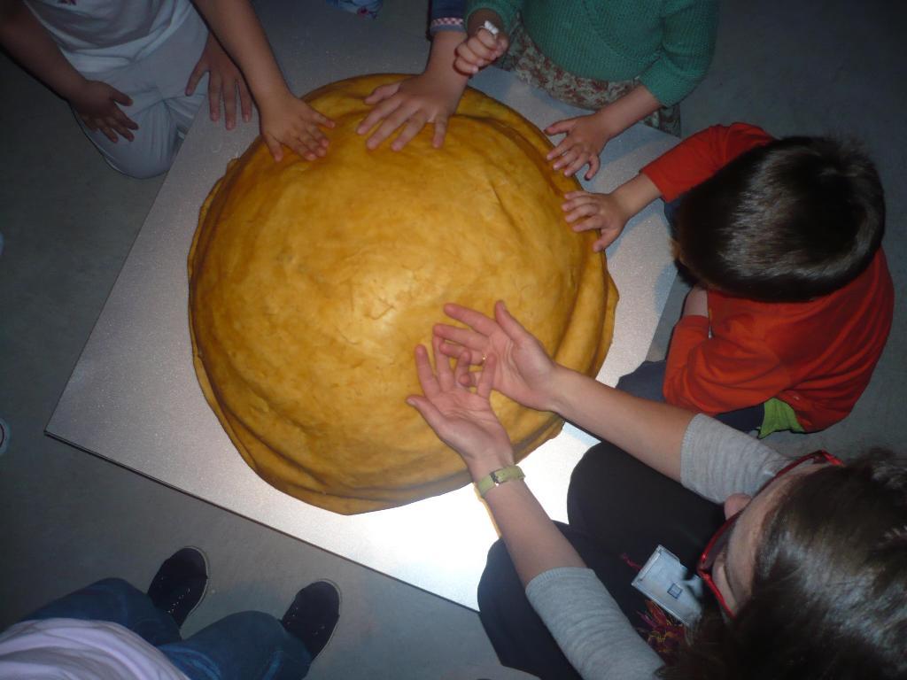 En el Espacio Familiar realizamos visitas-taller los sábados por la mañana para niños/as de 6 a 12 años acompañados de adultos.