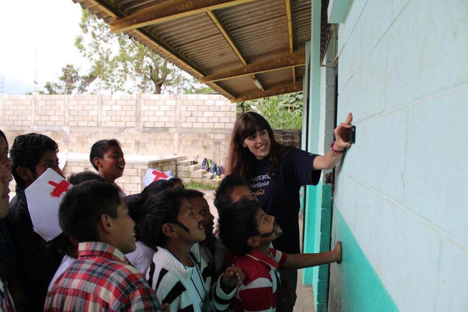 Los voluntarios cuentan sus vivencias a partir de fotografías, vídeos y   testimonios, que se pueden consultar en la página de Voluntarios Telefónica en Facebook.