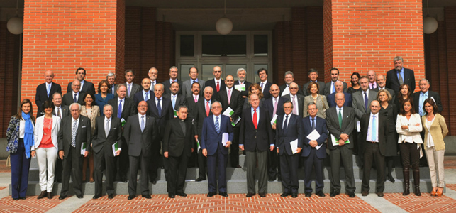 El informe fue entregado a S.M el Rey por una representación de la sociedad civil.