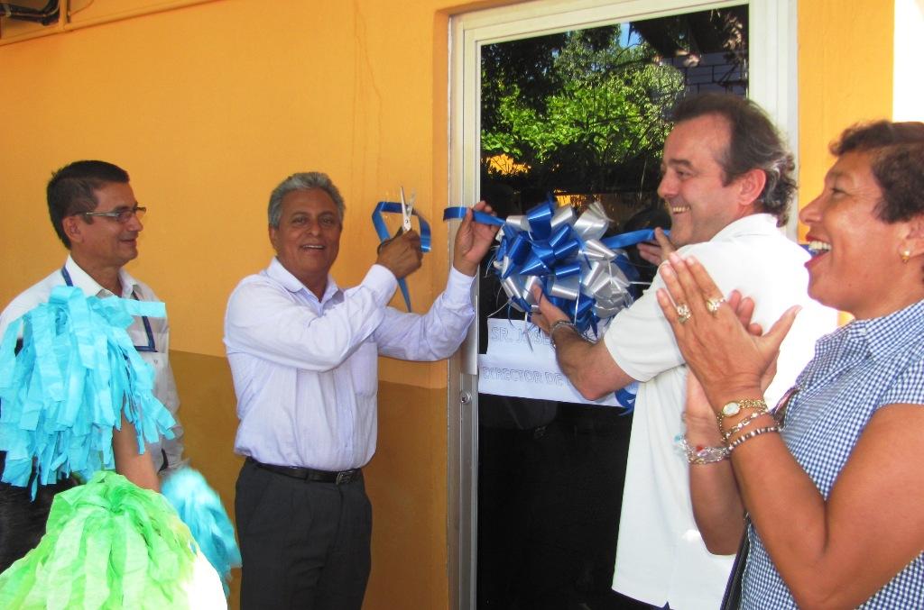 La inauguración finalizó con la firma del acta de entrega del AFT a la municipalidad de San Vicente y con el corte de la cinta. La actividad fue presidida por el alcalde de San Vicente, Medardo H. Lara.