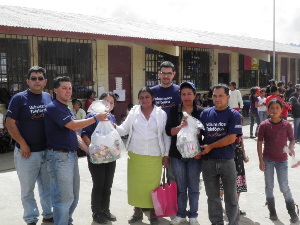 Una vez más, los Voluntarios Telefónica han mostrado su espíritu de ayuda al organizar una recolecta de alimentos en Guatemala, destinada a los afectados por el terremoto que sacudió el país el pasado 7 de noviembre.