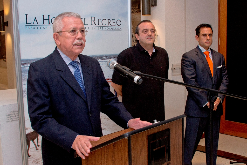 La inauguración de la exposición corrió a cargo de Roberto Galicia, director ejecutivo del Museo de Arte de El Salvador (MARTE).).