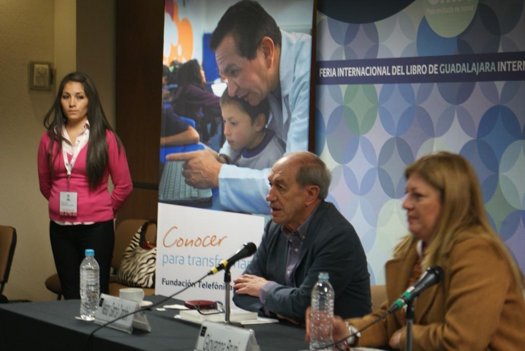 Néstor García Canclini y Giovanna Bruni, Directora de Fundación Telefónica México, durante la presentación del libro.