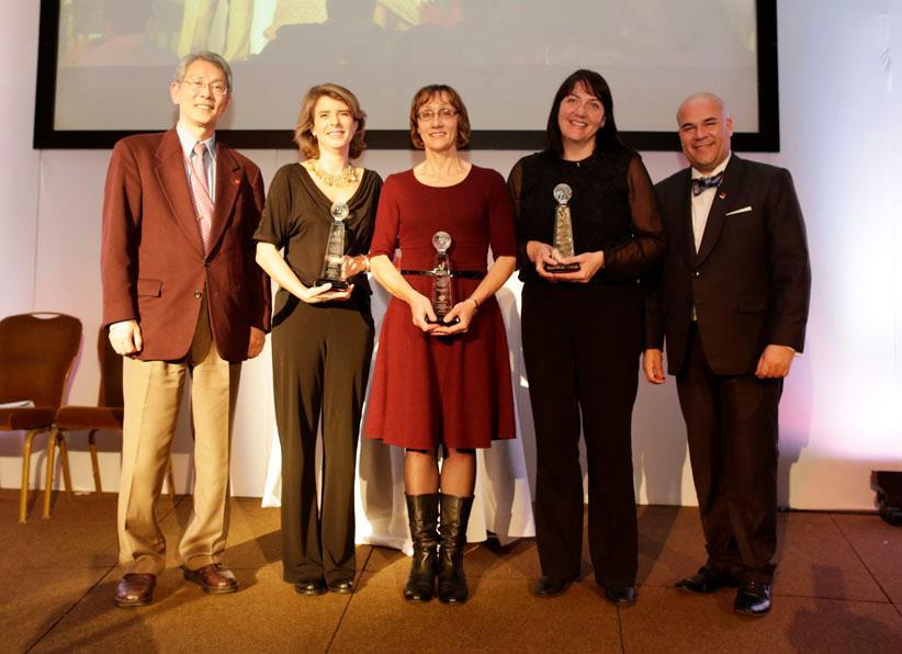 Marián Juste, directora de Voluntarios Telefónica (segunda por la izquierda), fue la encargada de recoger el galardón.