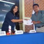 Yanira Espínola, responsable de los programas de Fundación Telefónica en El Salvador, fue la encargada de entregar los diplomas.