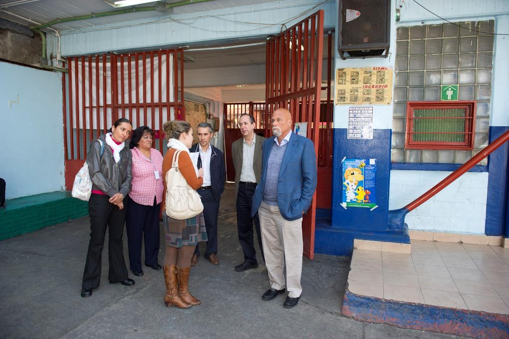 En la visita también estuvo presente el co-fundador y Director Asociado del Institute for Human and Machine Cognition, Alberto J. Cañas (segundo por la derecha).