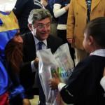 Apoyados por los Voluntarios Telefónica, los tres Reyes Magos entregaron juguetes en el Distrito Federal, en un evento que contó con la presencia del presidente de Telefónica Latinoamérica, Santiago Fernández Valbuena.