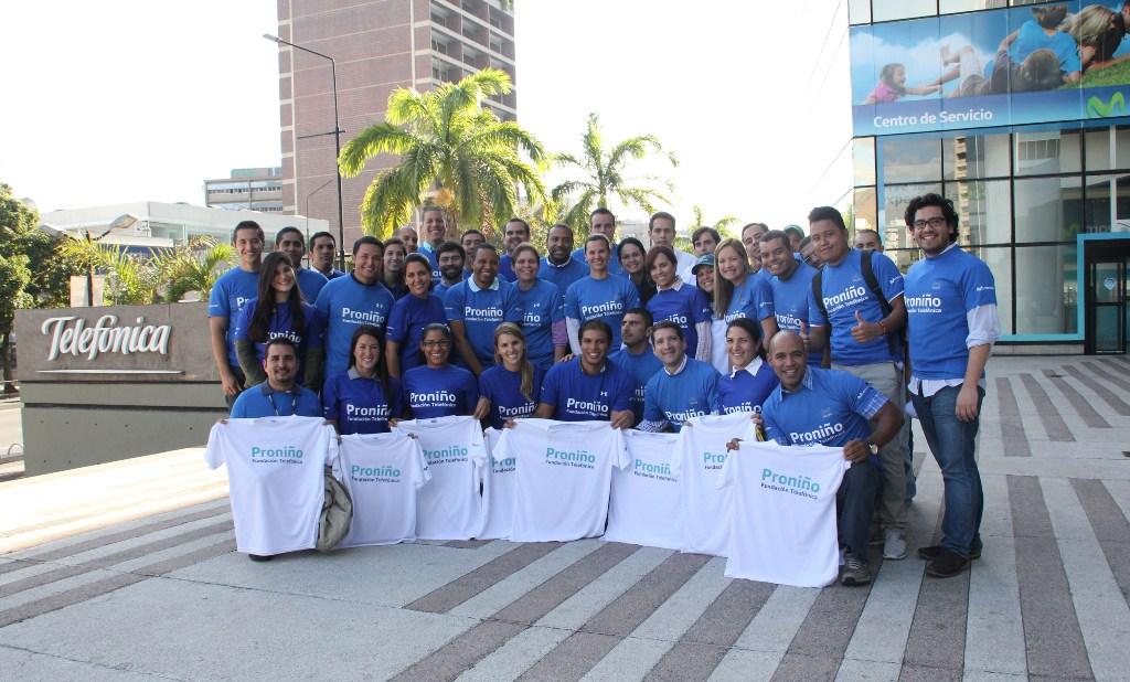 Un total de 50 trabajadores de Telefónica Venezuela participaron en el maratón llevando camisetas de Proniño.