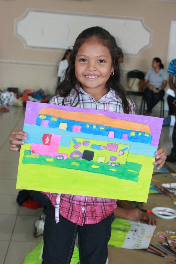 """Estudiantes de una escuela de Capira (Panamá) han participado en un concurso denominado """"Dibuja el auto de tus sueños"""" ."""