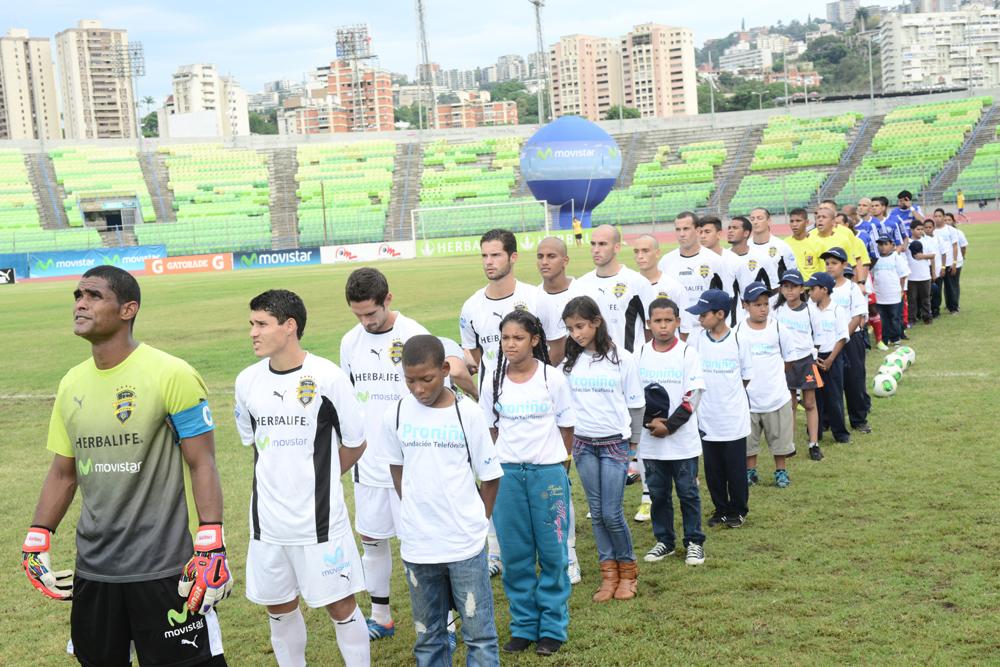 La cita era para que disfrutaran, junto con sus familiares, del partido entre los equipos Deportivo Petare y Atlético Venezuela, patrocinado por Movistar.