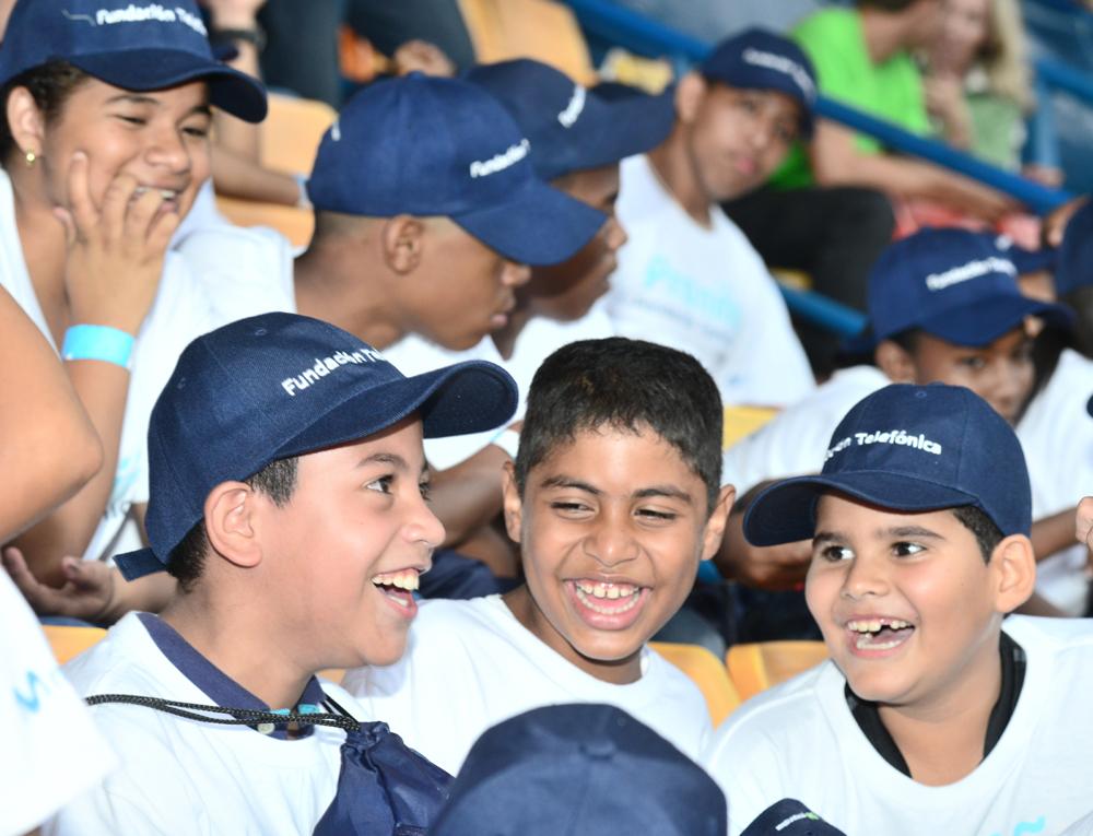 Niños beneficiados por Fundación Telefónica en Venezuela disfrutaron de una tarde de fútbol en Caracas.