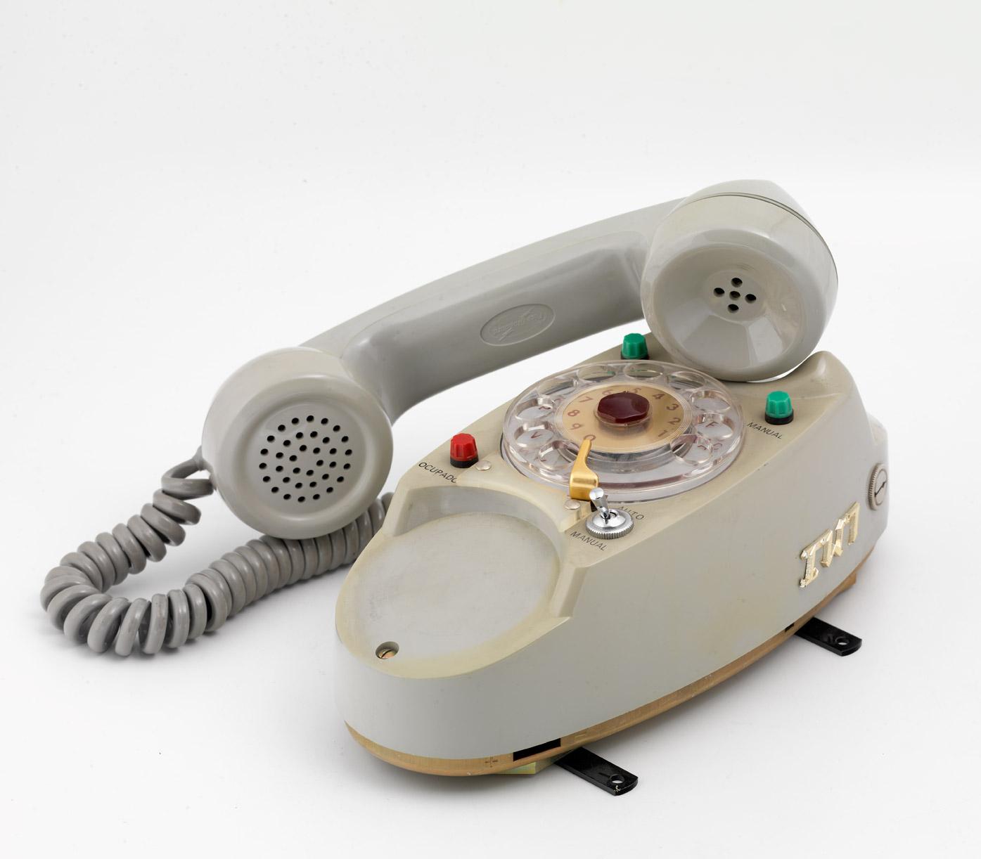 Equipo de teléfono autonómico en vehículos, 1960-1962