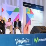 Stephen Downes y Juan Domingo Farnós, junto al moderador del encuentro, durante el debate que mantuvieron ambos expertos internacional sobre el futuro de la educación.