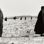 Shirin Neshat, Rapture Series, 1999, Foto Larry Barns, Cortesía de  Jérôme de Noirmont, París © Shirin Neshat