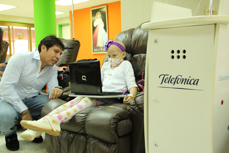 Al cierre del año 2012, las 13 Aulas Fundación Telefónica en hospitales beneficiaron a 5.869 niñas, niños y adolescentes.