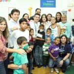 El presidente de Telefónica en Venezuela, Pedro Cortez, visitó recientemente el Aula Fundación Telefónica en el Hospital de Especialidades Pediátricas de Maracaibo, donde mensualmente unos 100 niños que reciben tratamiento médico, tienen la oportunidad de aprender el uso de las tecnologías de la Información y las Comunicaciones.