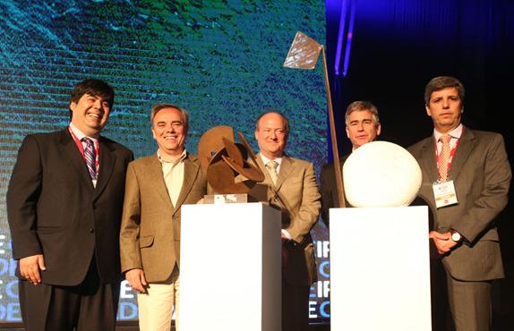 El premio fue recibido por Mario Coronado, Director de la Fundación Telefónica en el país, y Javier Manzanares, Presidente del Grupo Telefónica en Perú.