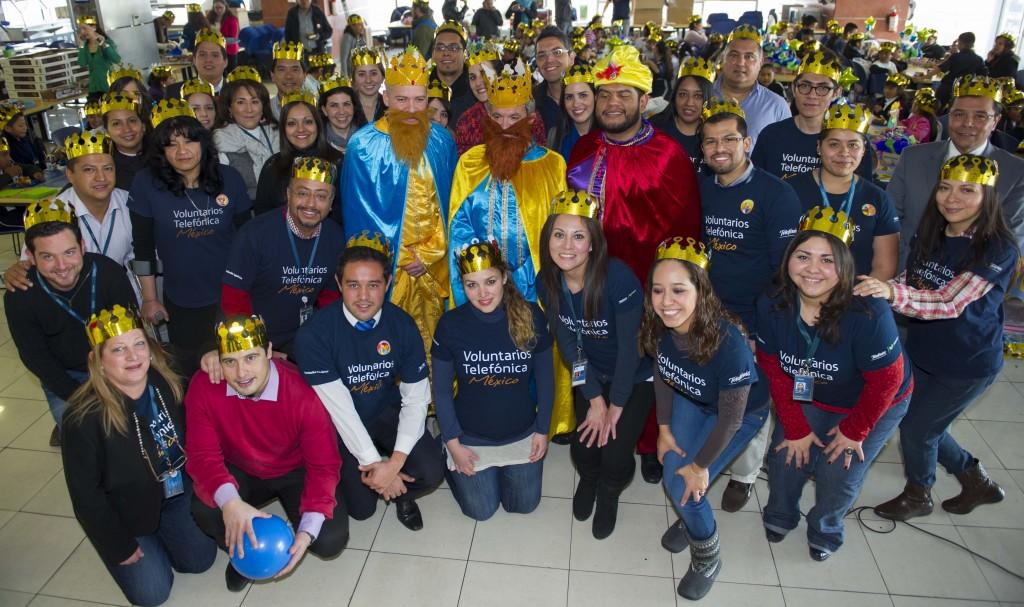 La figura de los Reyes Magos no puede faltar, los mismos Directivos de Telefónica usaron capa, turbante y corona