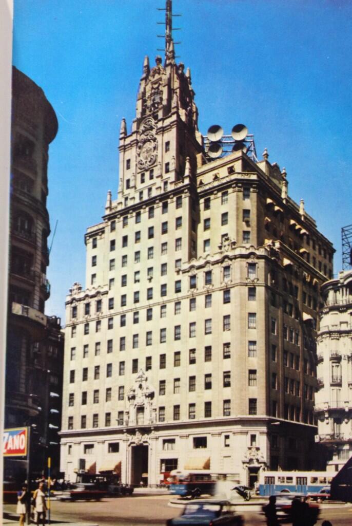 ¿Qué le falta al Edificio Telefónica en esta imagen?