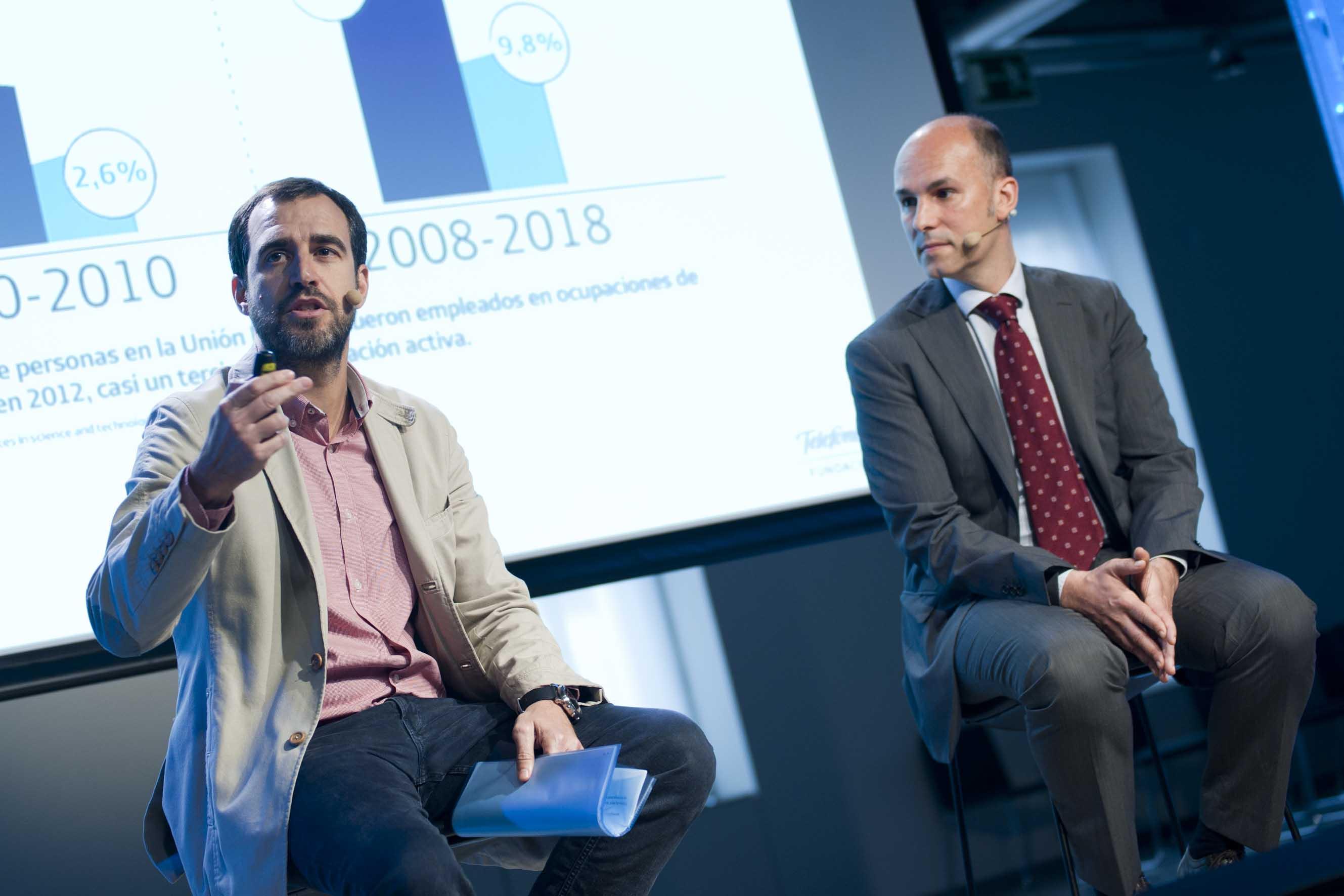 Pablo Gonzalo, del Área de Estrategia y Educación de Fundación Telefónica, y Miquel de Paladella, del equipo de investigación de UpSocial, charlan sobre el proyecto.