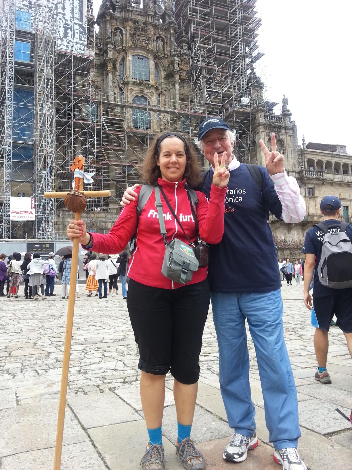 Emilio Gilolmo, Vicepresidente Ejecutivo de Fundación Telefónica, junto a una voluntaria.