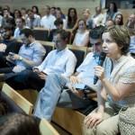 El público se mostró muy participativo en el turno de preguntas